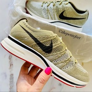 NWT Nike Flyknit Trainer sneakers